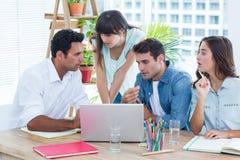 开小组年轻的同事会议 库存图片