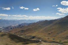 离开山的鸟瞰图 库存图片
