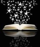 开张书和明亮的星形 免版税库存照片