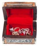 开张小的红色珍宝配件箱 图库摄影