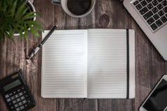 开张文字的笔记本 免版税库存照片