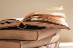 开张旧书 免版税库存图片
