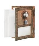 开张邮箱门-与信包的金子 免版税库存照片