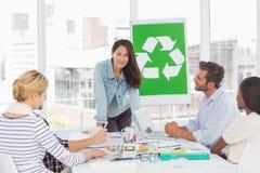 开微笑的队关于回收政策的一次会议 库存图片