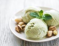 开心果冰淇凌和薄菏 免版税库存图片