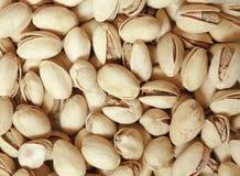 开心果特写镜头在坚果壳的当食物背景 免版税库存照片