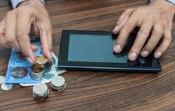 开户流动银行业务概念的网路银行和互联网 免版税库存照片