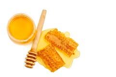 开户用新鲜的蜂蜜和蜂窝在白色背景 免版税库存图片