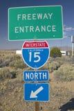 离开拉斯维加斯, NV的美国跨境15路标 免版税库存照片