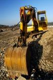 开掘挖掘机的行业横向 免版税图库摄影