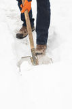 开掘的人路径雪 免版税库存照片
