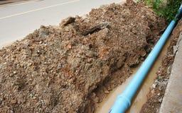 开掘的管子供水用管道输送对公共事业 免版税库存图片