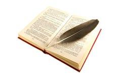 开放书的羽毛 免版税图库摄影