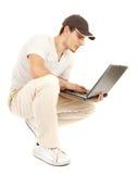 开放偶然hansome膝上型计算机的人 库存照片