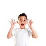 开放儿童手指滑稽的姿态 免版税库存照片