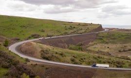 开放半路卡车旅行弯曲的高速公路俄勒冈乡下 库存照片