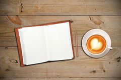 开放咖啡杯的笔记本 图库摄影
