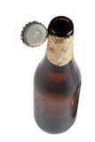 开放啤酒瓶的盖子 库存照片