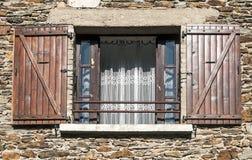 开放木的窗口 免版税库存照片