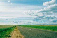 开放沥青空的高速公路 库存图片
