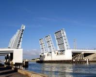 开放的吊桥 免版税库存照片