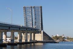 开放的吊桥 免版税库存图片