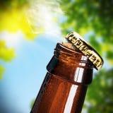 开放的啤酒瓶 库存照片
