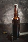 开放的啤酒瓶 图库摄影