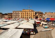 开放的市场看法叫fera à ² Luni,卡塔尼亚 免版税库存照片