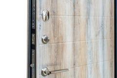 开放的门 门锁,黑褐色门特写镜头 现代室内设计,门把手 新概念的房子 庄园舱内甲板房子实际租金销售额 库存照片