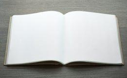 开放空白的书 库存照片
