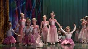 开放舞蹈节日2016儿童的舞蹈小组执行芭蕾 免版税库存图片