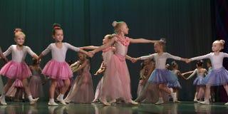 开放舞蹈节日2016儿童的舞蹈小组执行芭蕾 免版税库存照片