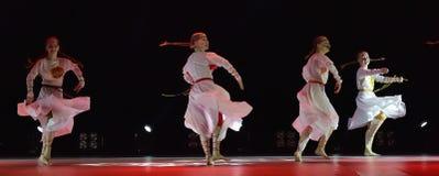 开放舞蹈节日2016儿童` s舞蹈小组执行斯拉夫语 免版税图库摄影