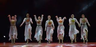 开放舞蹈节日2016儿童` s舞蹈小组执行斯拉夫语 图库摄影