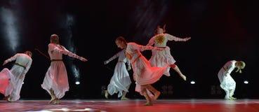 开放舞蹈节日2016儿童` s舞蹈小组执行斯拉夫语 免版税库存照片