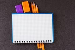 开放螺旋空白的笔记本顶视图  库存图片