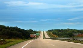 开放路在东海岸高速公路或Lebuhraya Pantai帖木尔 免版税库存照片