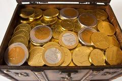 开放配件箱充分的货币 免版税库存图片