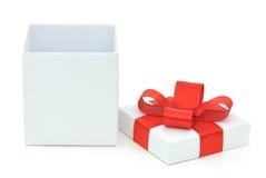 开放配件箱的礼品 免版税库存照片