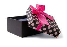 开放配件箱的礼品 免版税库存图片
