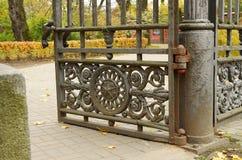 开放金属的门 免版税库存图片
