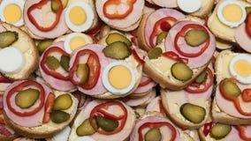 开放面孔三明治作为烹饪背景 免版税库存照片