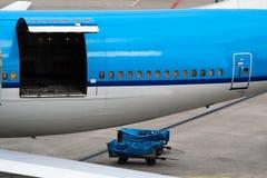 开放飞机的舱口盖 库存照片