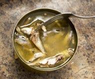 开放鱼蜜饯和鱼在叉子 库存图片