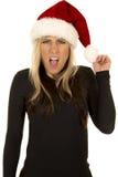 开放黑衬衣和圣诞老人帽子的嘴的妇女 免版税图库摄影