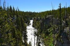 开普勒小瀑布是在Firehole河的瀑布 免版税库存图片