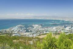 开普敦和桌湾,港口看法从桌山,南非的 库存照片