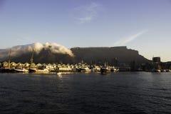 开普敦和港口在桌山前面 库存图片