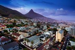开普敦在晚上(南非) 免版税库存图片